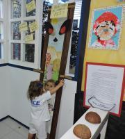 DSCN5154 Projeto do GI e GII Vespertino questiona padrões nas obras literárias infantis