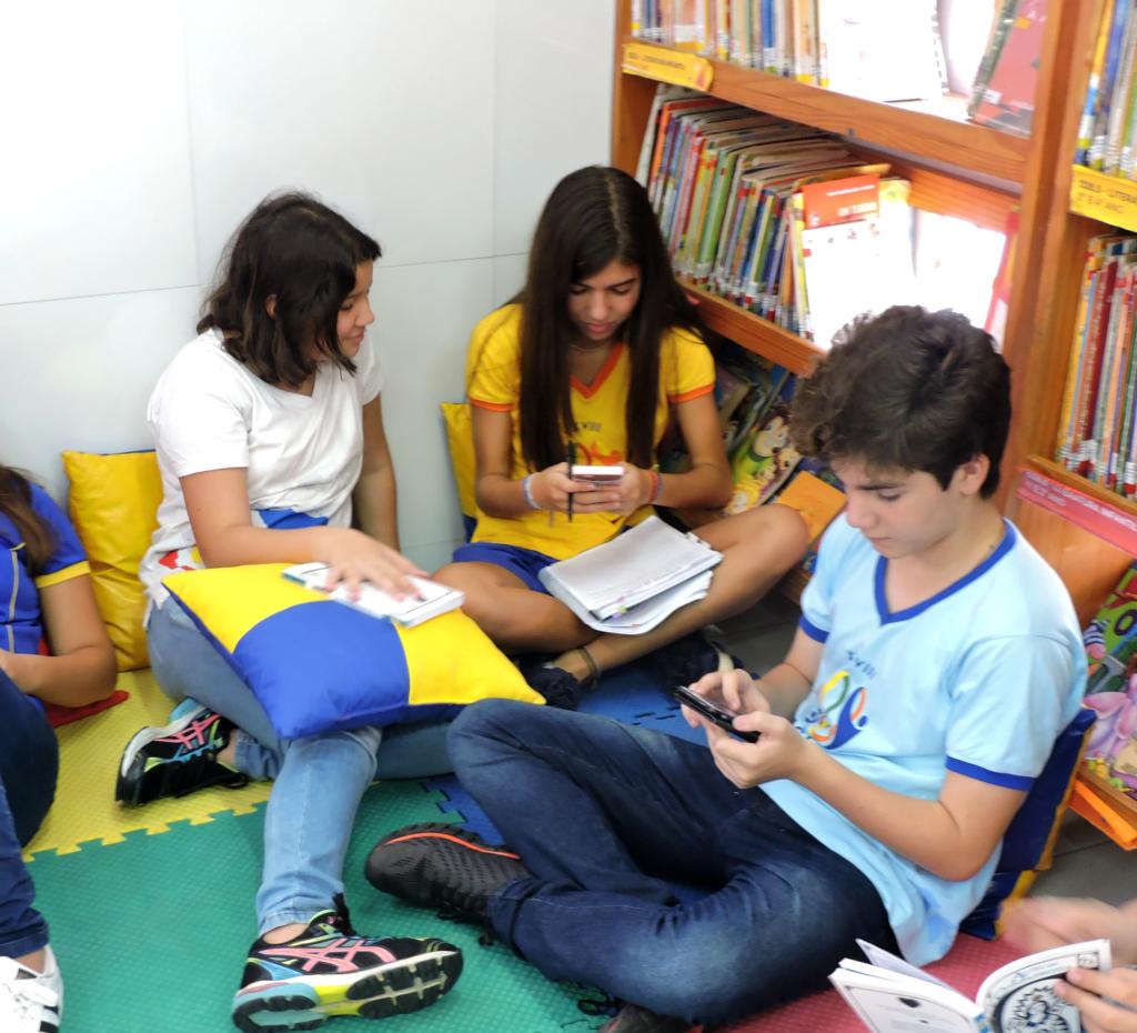 01-1024x930 Especialistas alertam sobre uso de celular na escola: vilão ou aliado?
